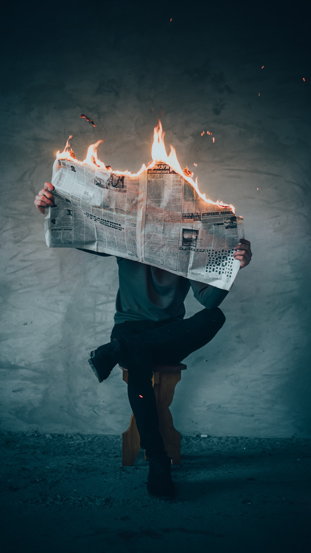 Importance of Reading Newspaper with disadvantages